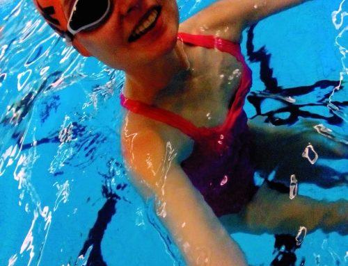 Lisa springer vidare från död-björnkvinna till starkaste kvinna kan simma 10100m!